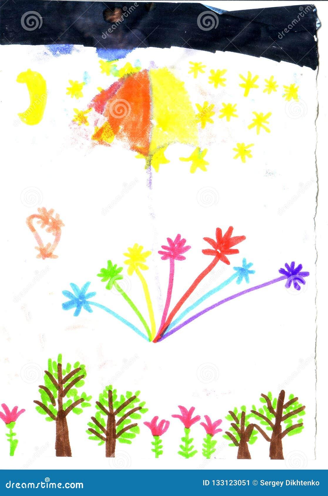 Фейерверки ребенка рисуя над лесом