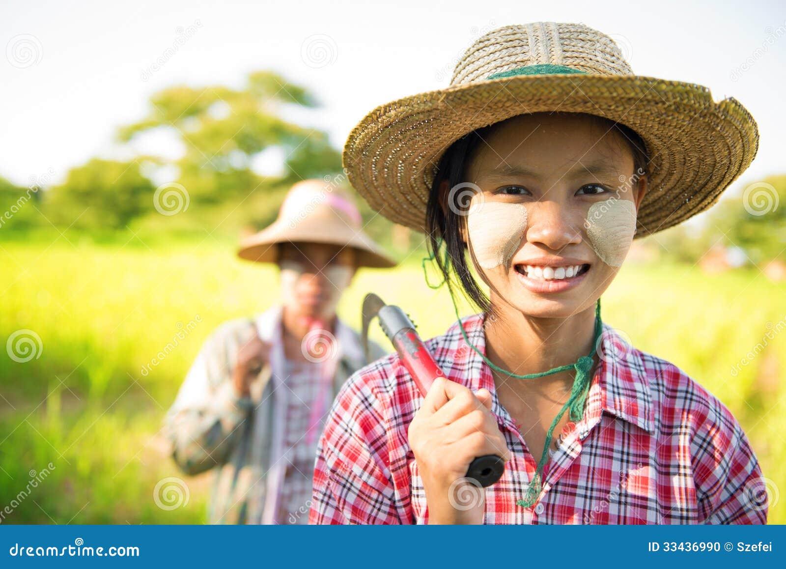 Фермер Мьянмы азиатский традиционный
