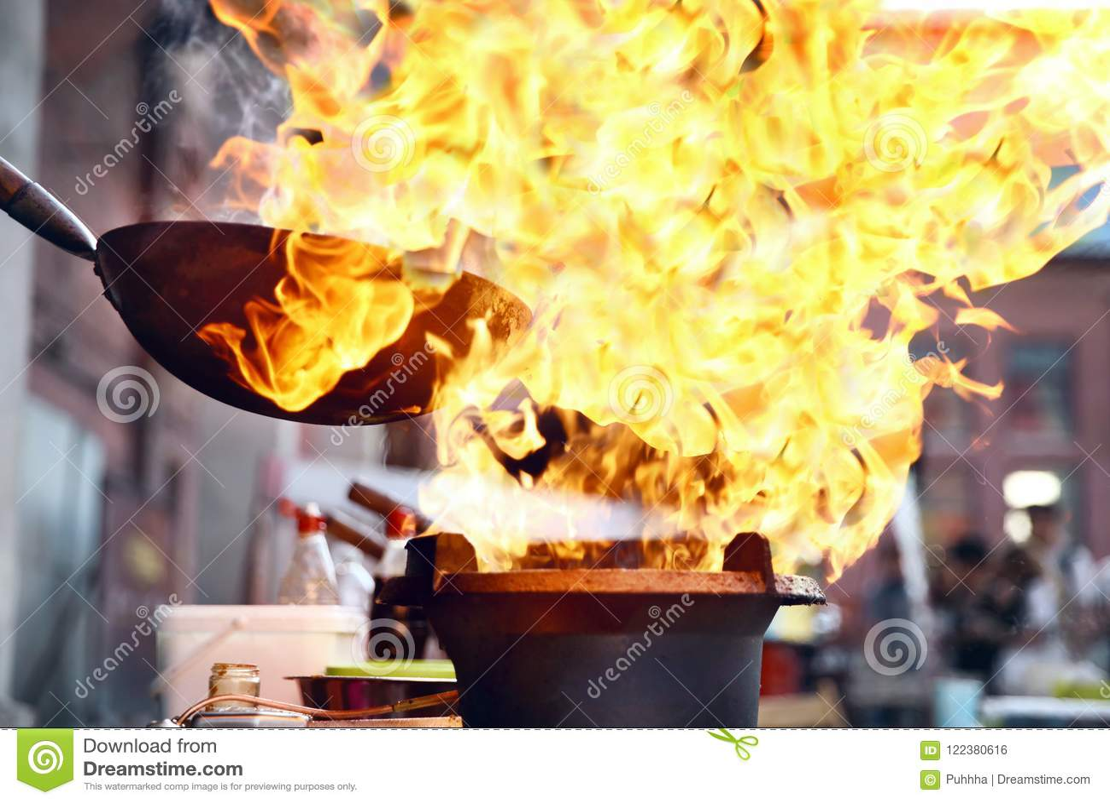Фестиваль еды улицы Варить еду на огне
