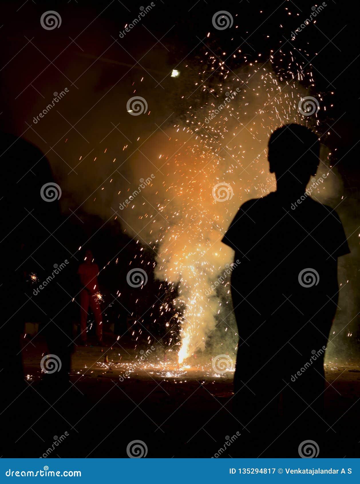 Фестиваль огней в фейерверках Индии - Diwali