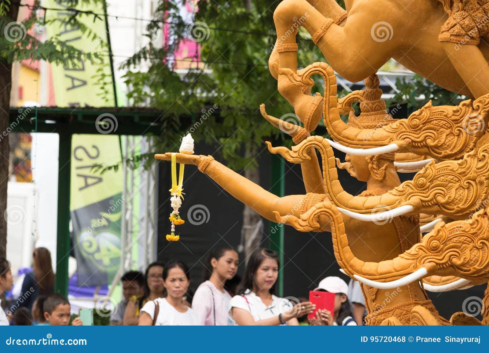 Фестиваль свечи Таиланда в Nakhon Ratchasima