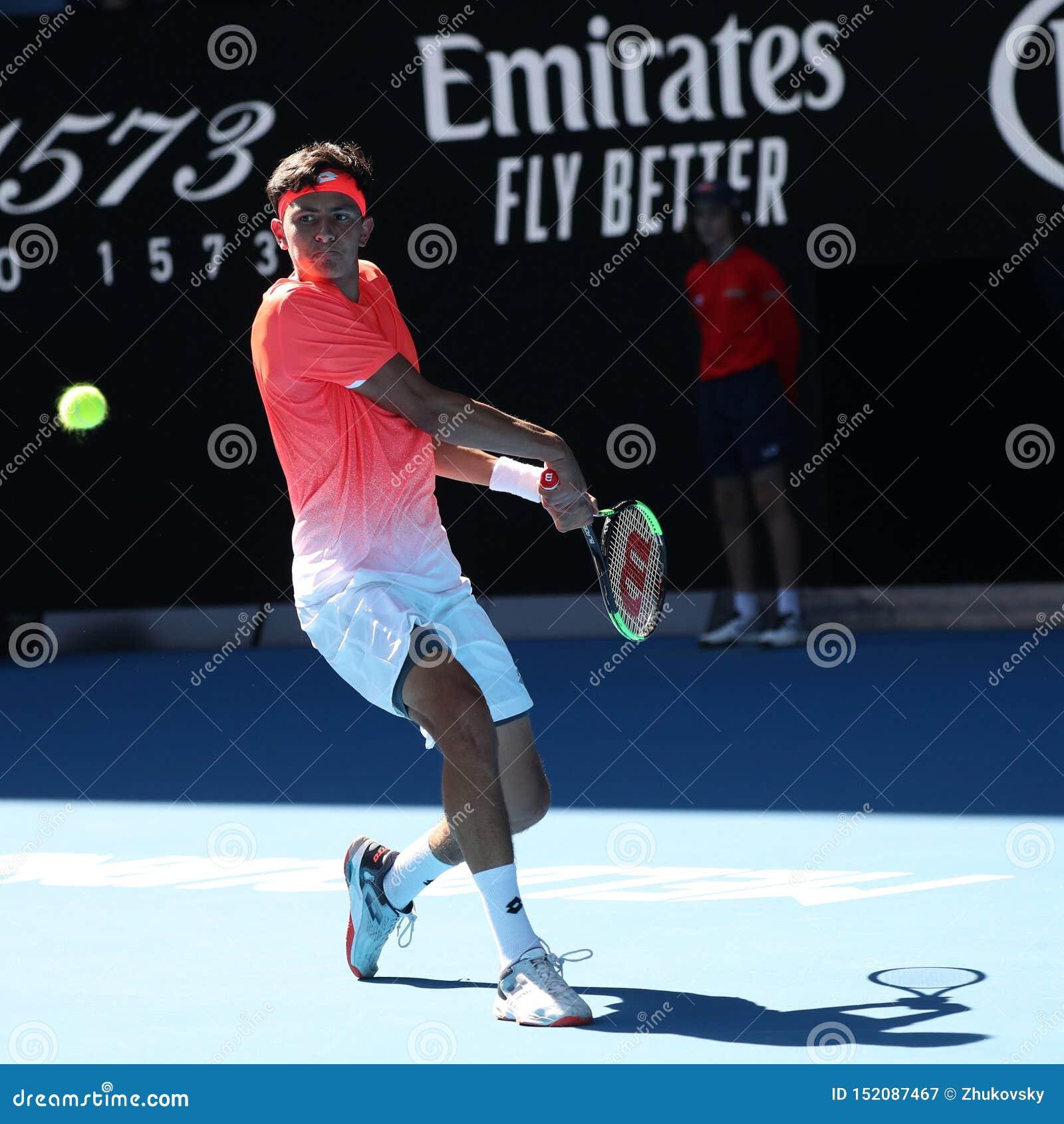 Финалист 2019 открытого чемпионата Австралии по теннису Emilio Nava Соединенных Штатов в действии во время его мальчиков определя