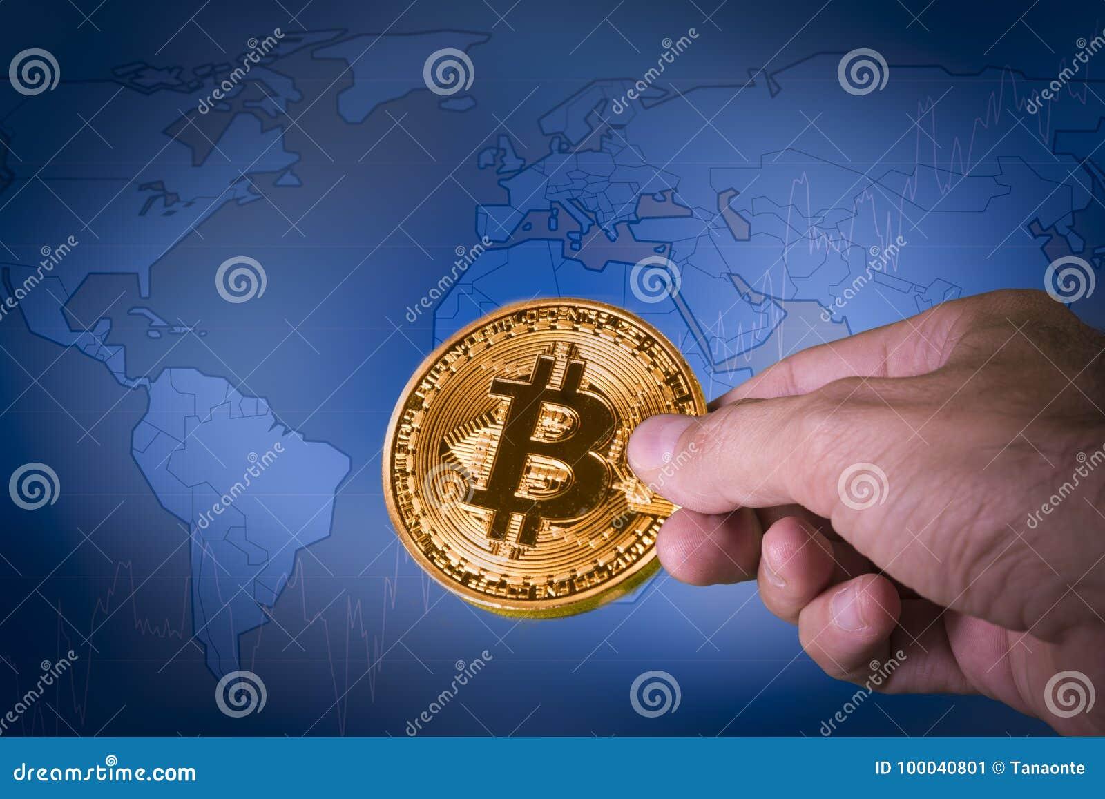 Финансовая концепция роста с золотой картой мира ona Bitcoins