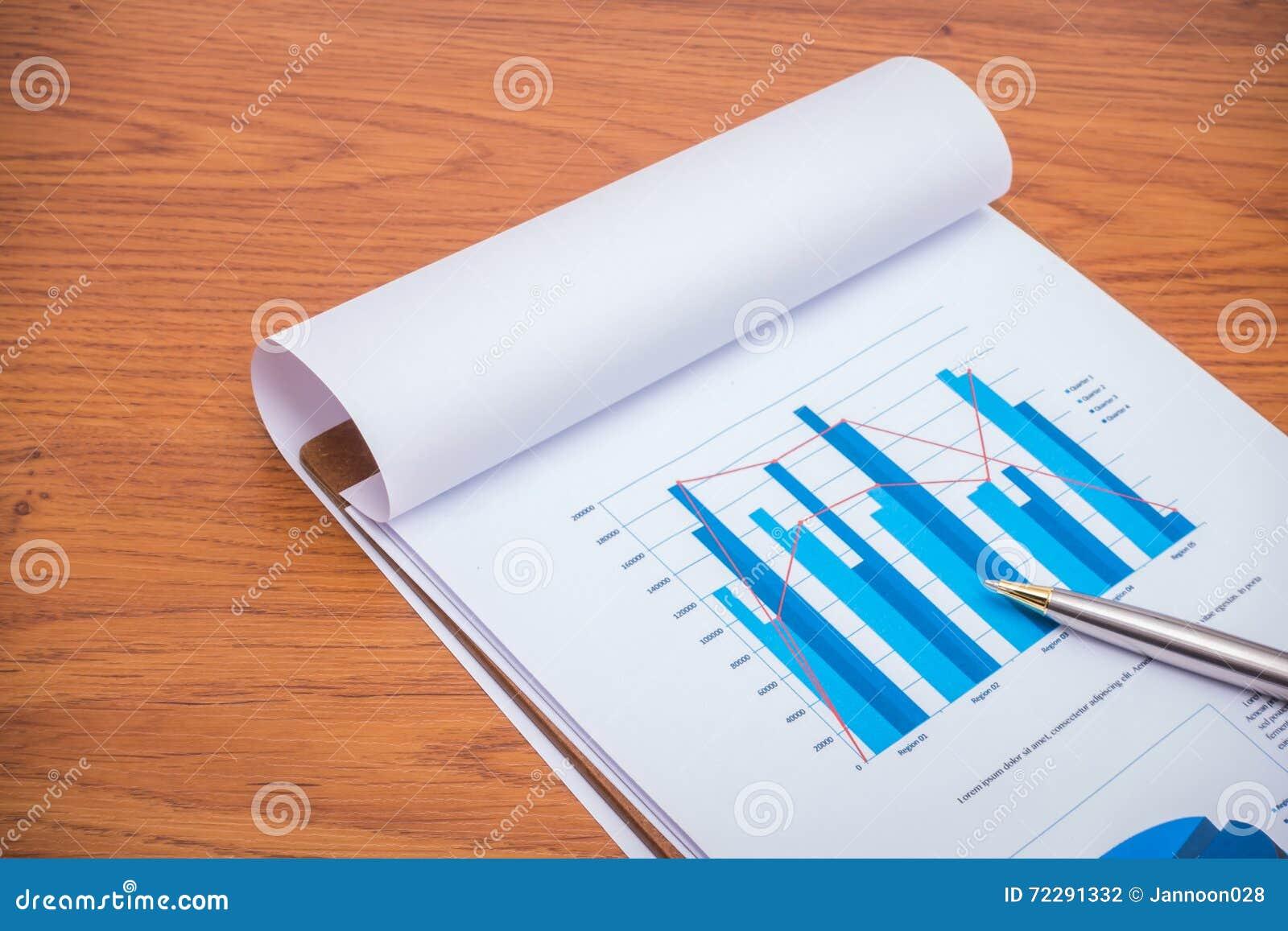 Download Финансовые диаграммы с ручкой на таблице Стоковое Фото - изображение насчитывающей список, финансы: 72291332