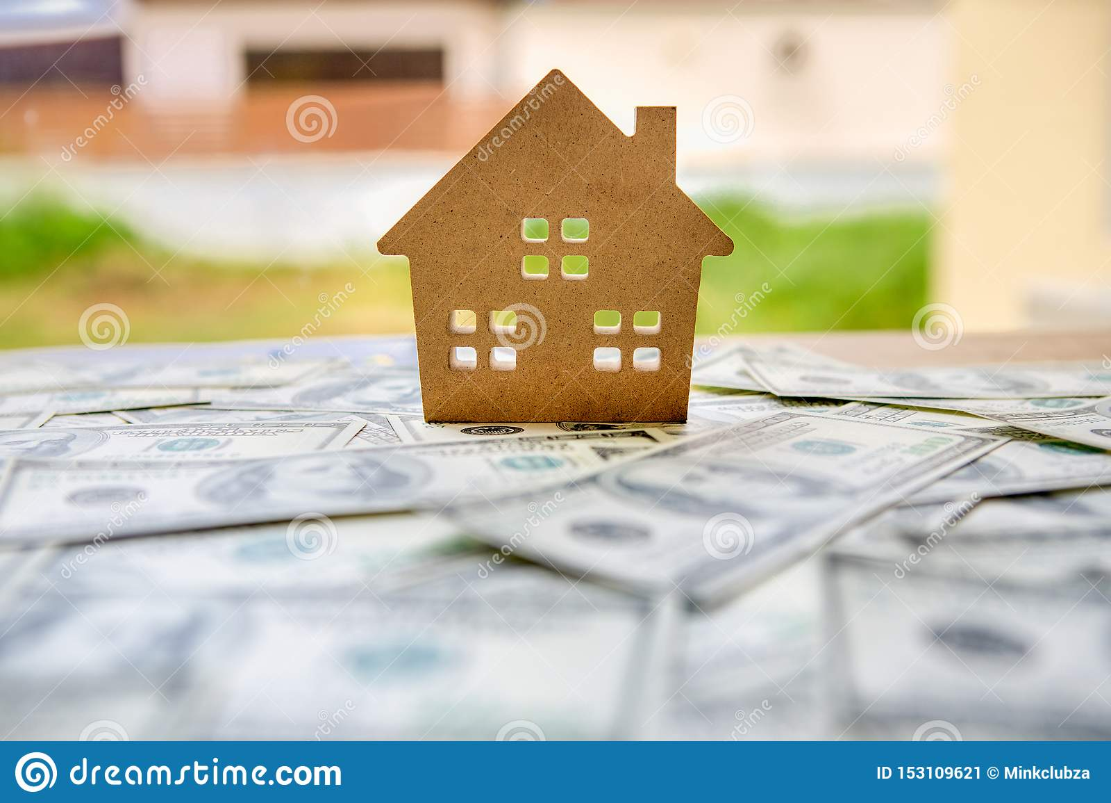 Финансовый концепции вклада с делом недвижимости для роста для того чтобы приобрести выгоду и жилой с моделью дома помещенной дал