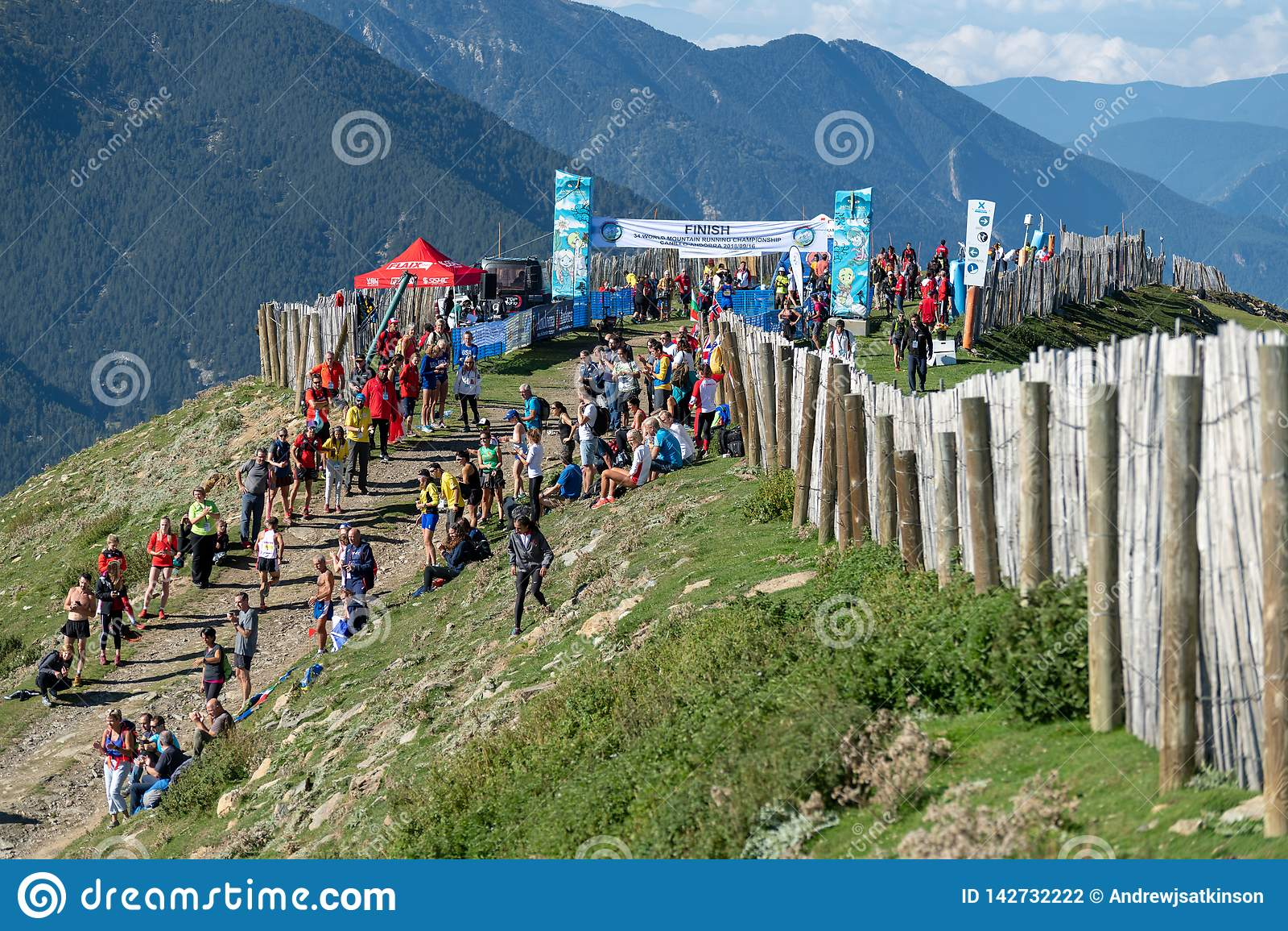 Финиш гонки чемпионатов горы мира бежать