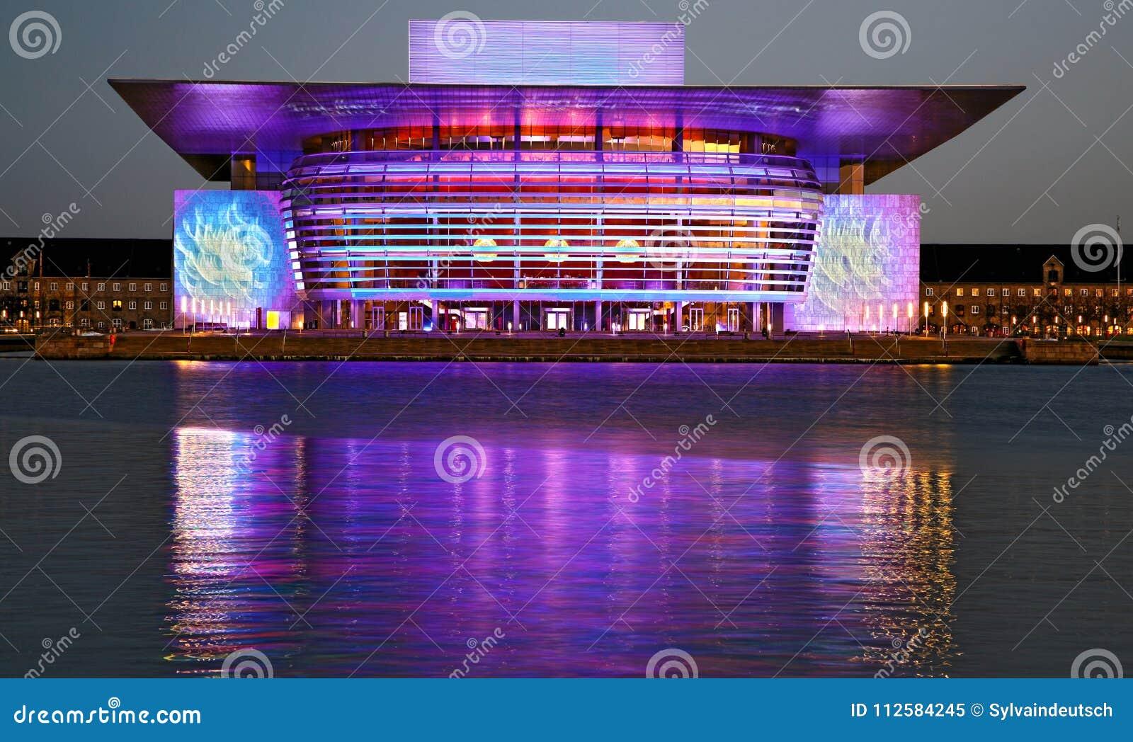Фиолетовая опера Копенгагена на ` s Eve Нового Года