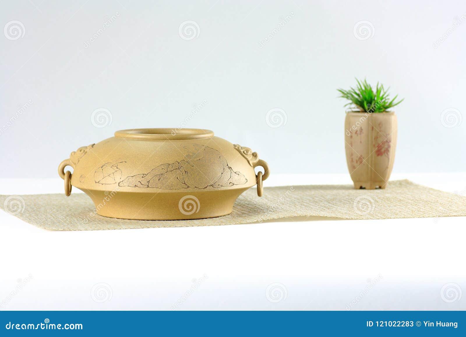 Фиолетовый сосуд песка