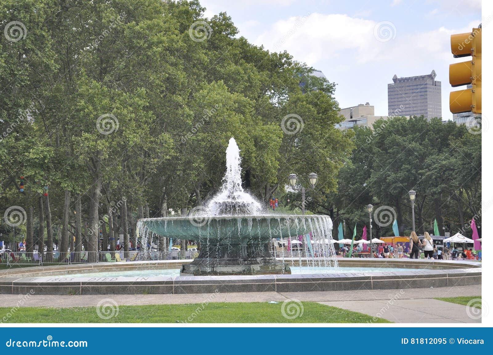 Филадельфия, 4-ое августа: Фонтан Ericsson в овале Eakins от Филадельфии в Пенсильвании