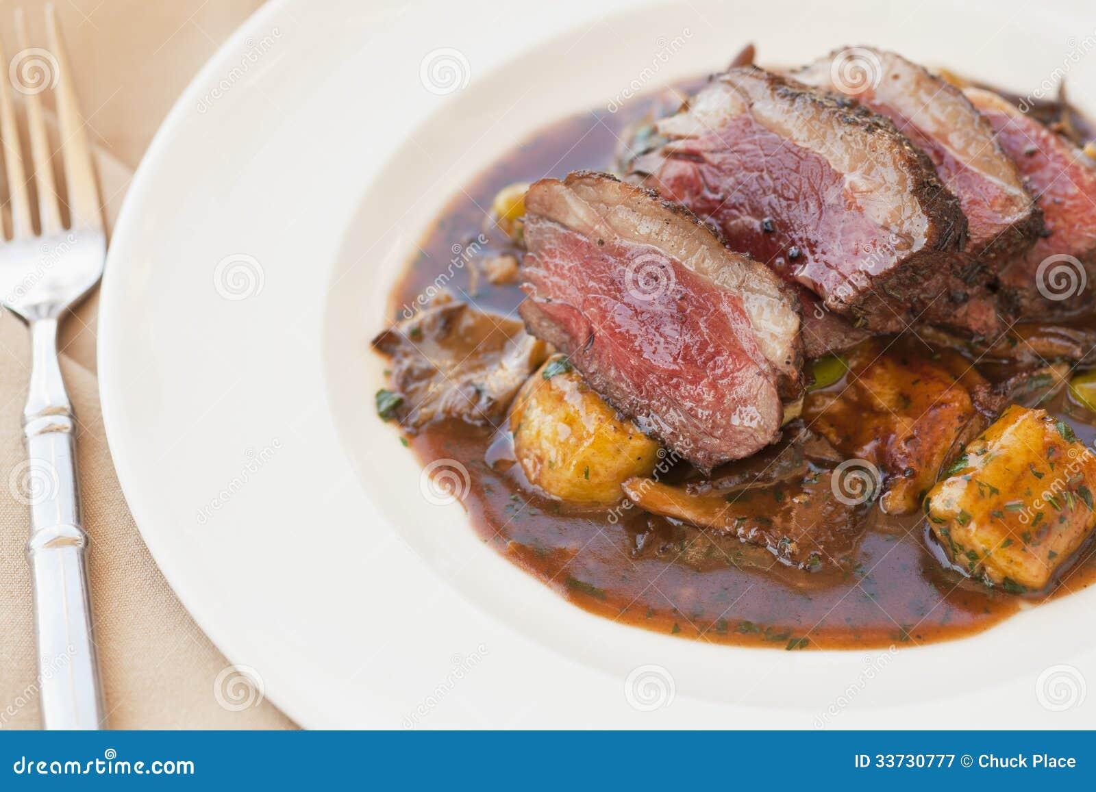 Филей овечки с herbed gnocchi
