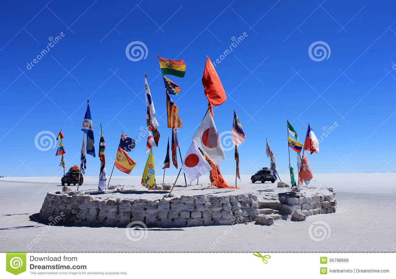 Флаги в пустыне Uyuni