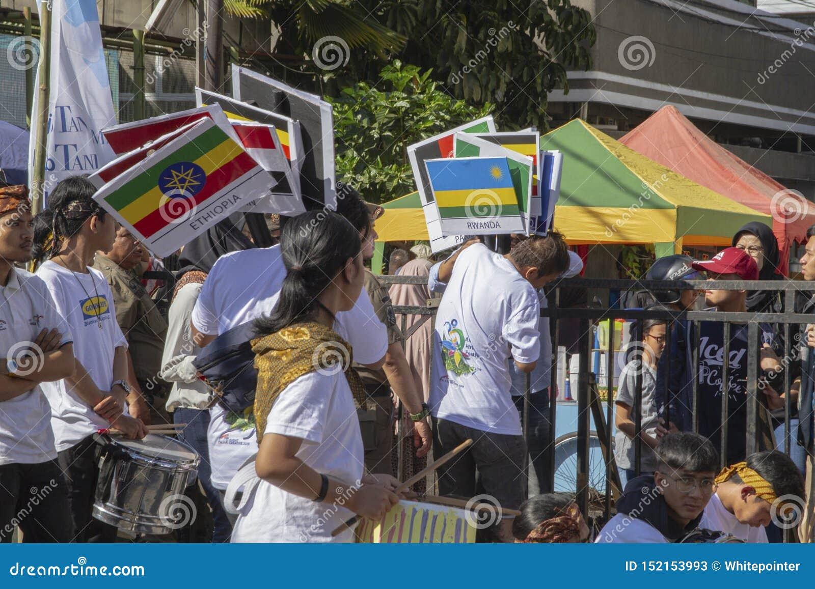 Флаги для много участников от различных стран в фестивале 2019 Азии Африки