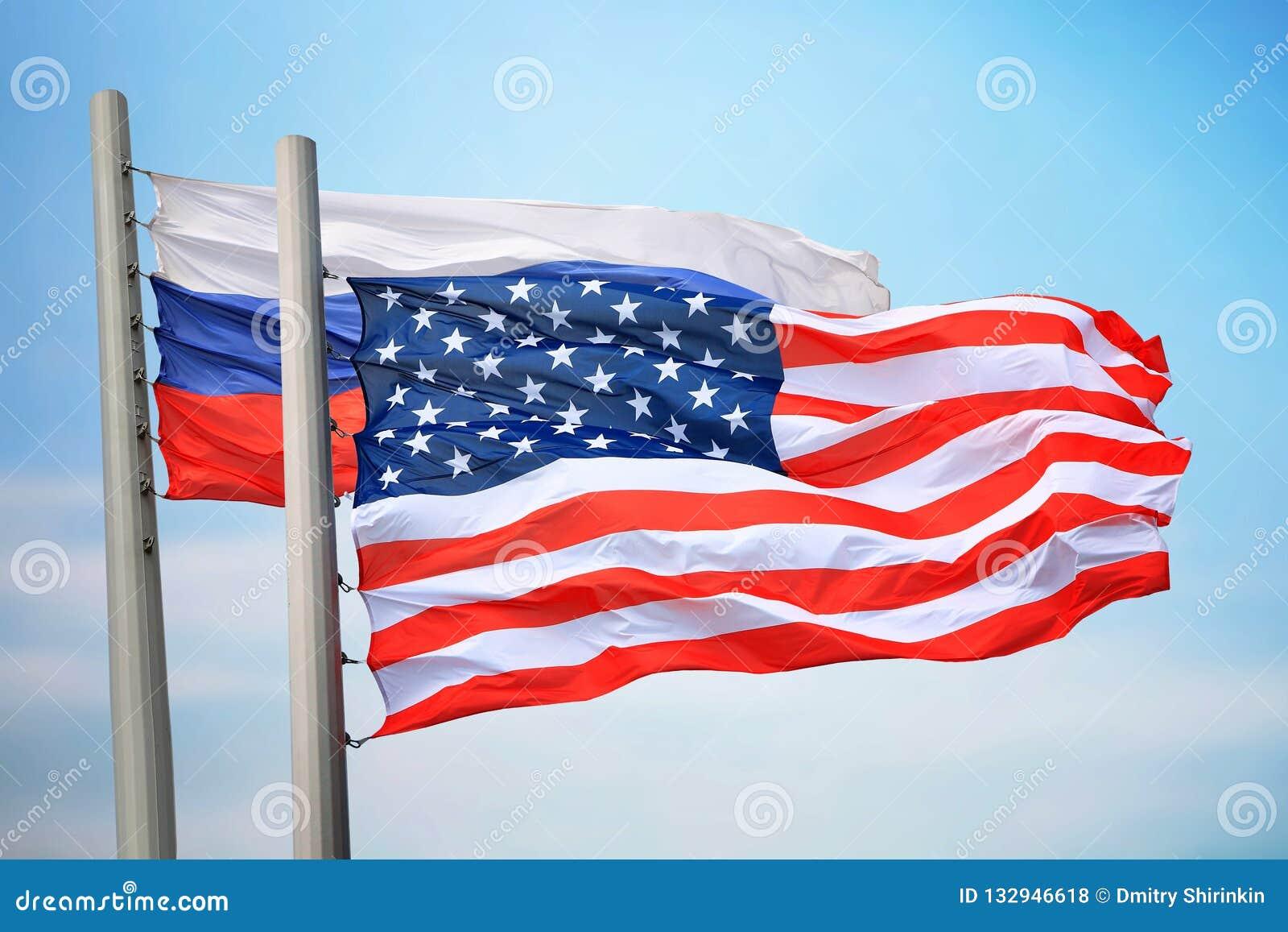 Флаги США и России