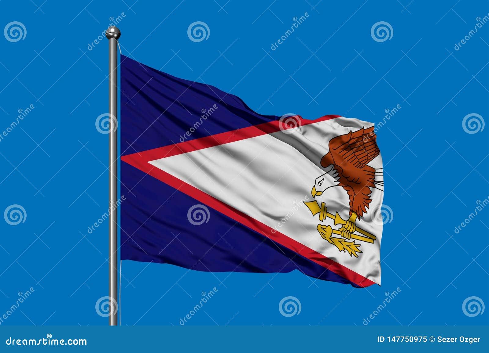 Флаг Американских Самоа развевая в ветре против темносинего неба