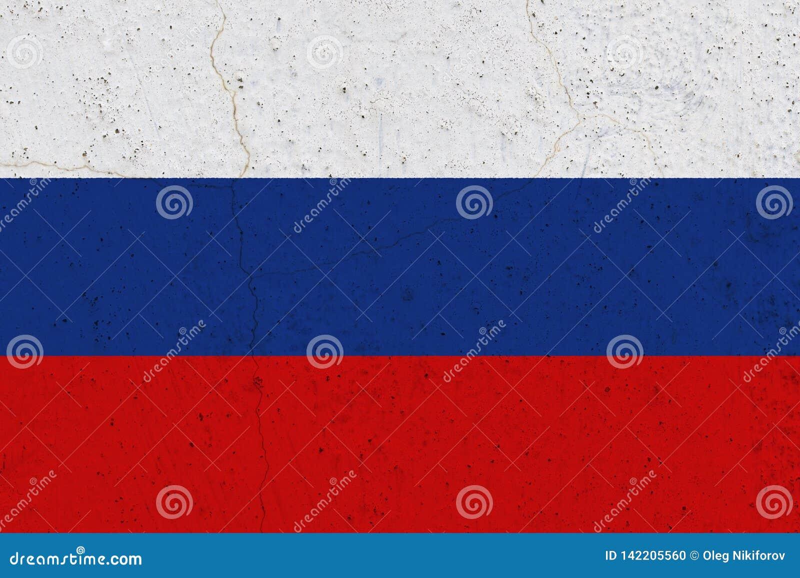 Флаг России на бетонной стене