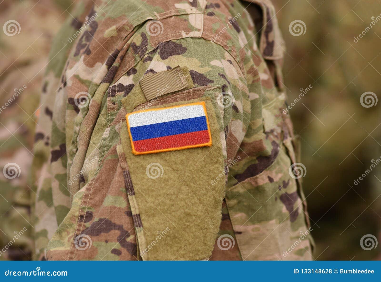 Флаг России на солдатах подготовляет коллаж