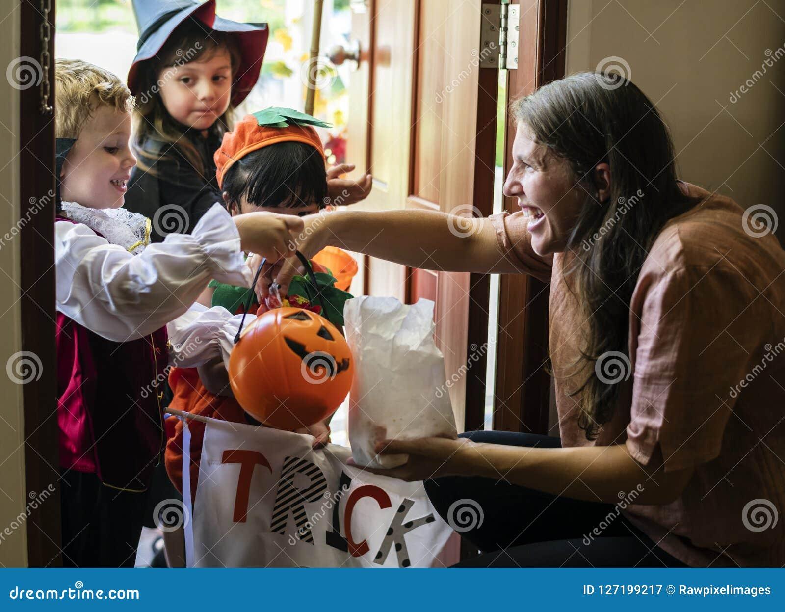 Фокус маленьких детей или обрабатывать на хеллоуине