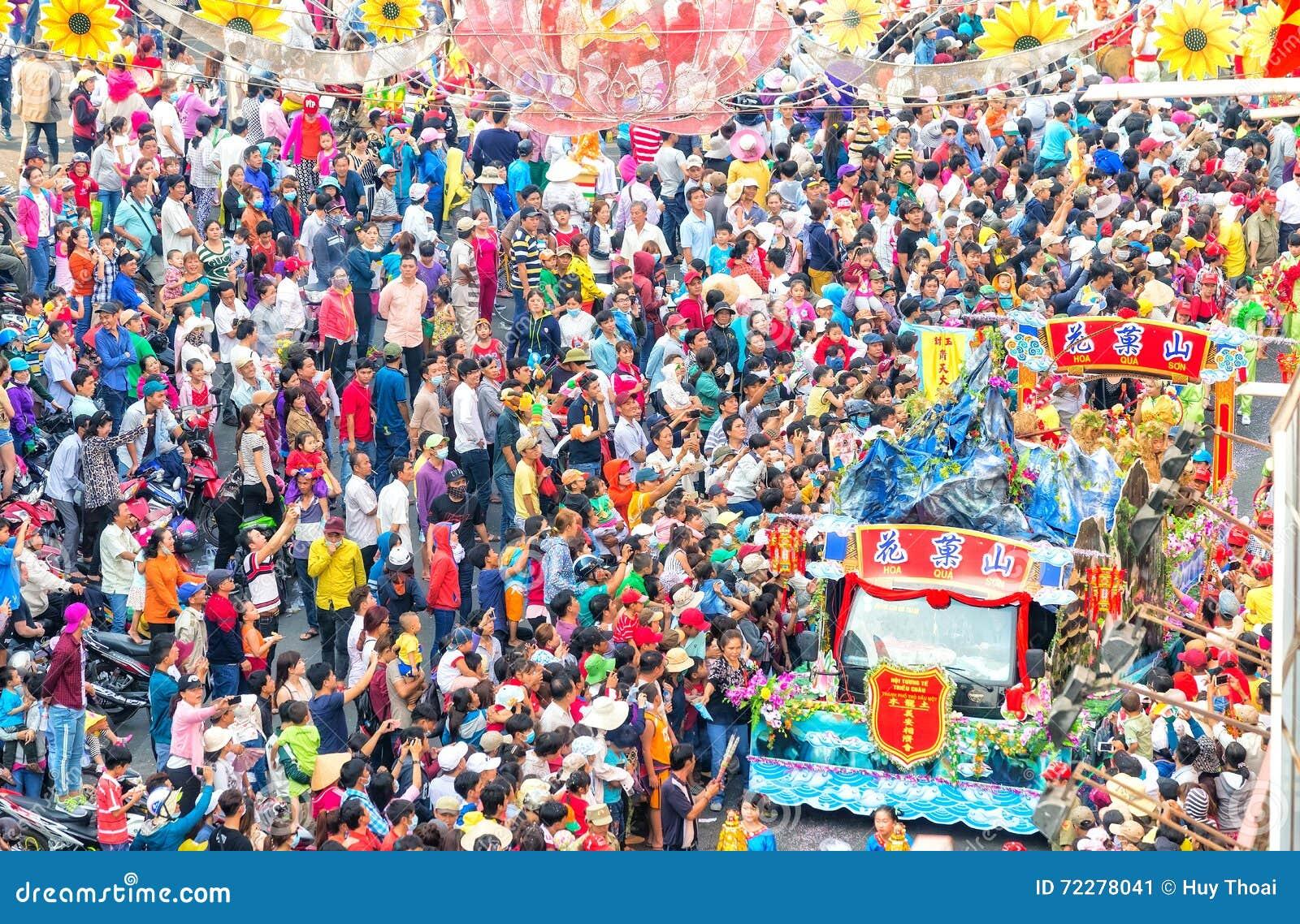 Download Фонарик китайца фестиваля редакционное фото. изображение насчитывающей мстителей - 72278041