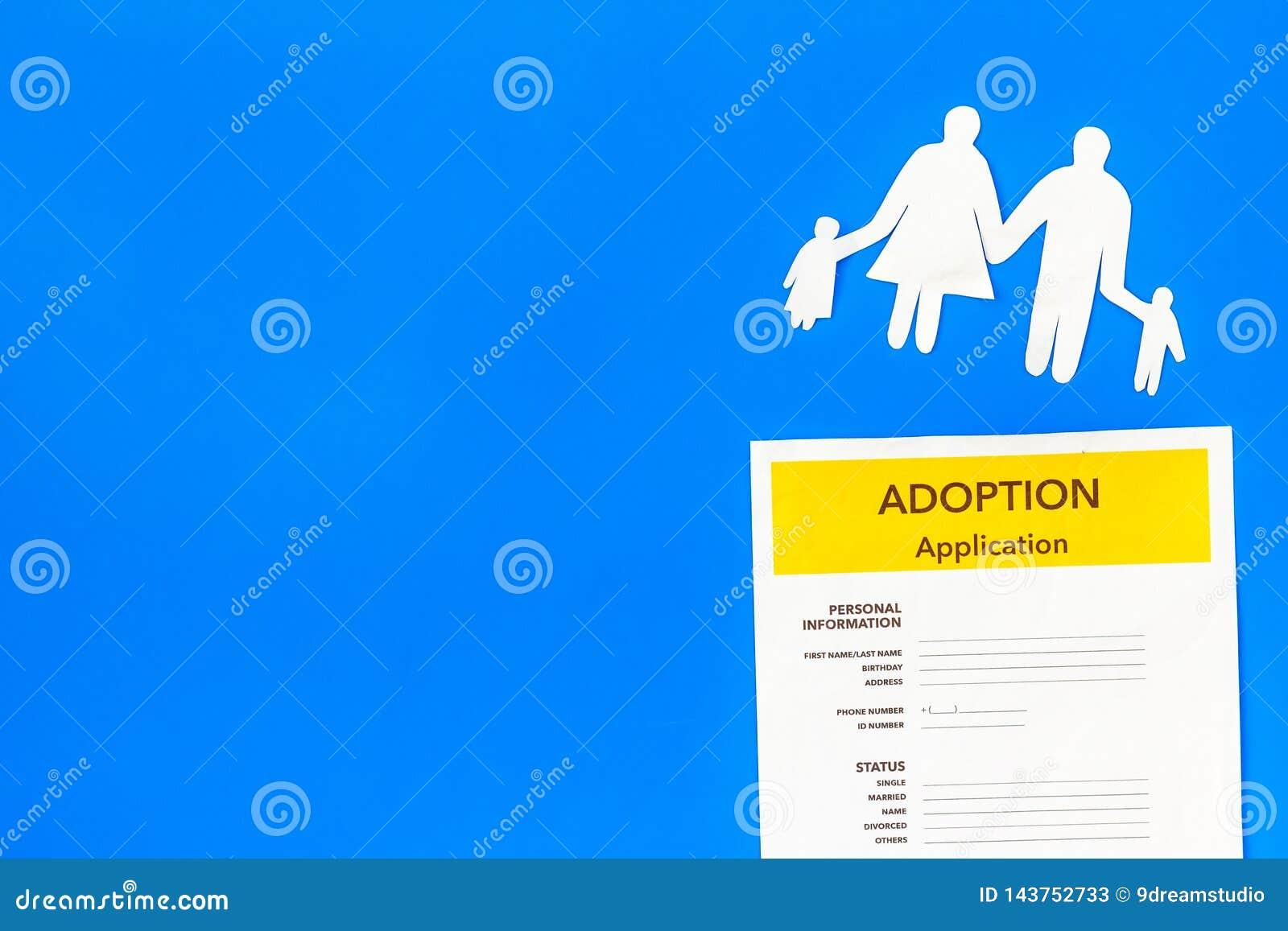 Форма для заявления для принимает ребенка на голубой насмешке взгляда сверху предпосылки вверх