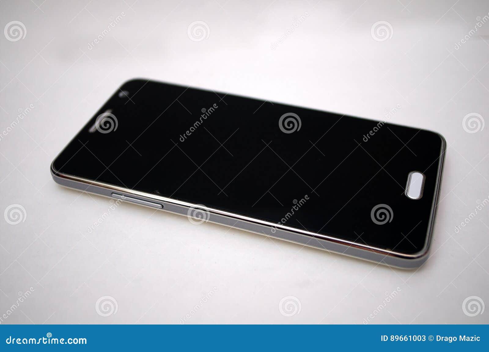 при фотографировании черный экран на телефоне каждый хозяин