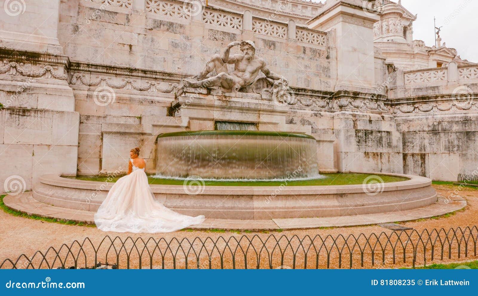 Фотография свадьбы на национальном монументе в Риме