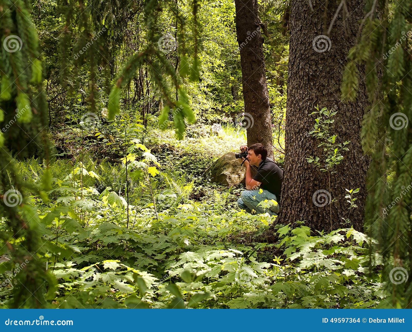 Фотограф в лесе