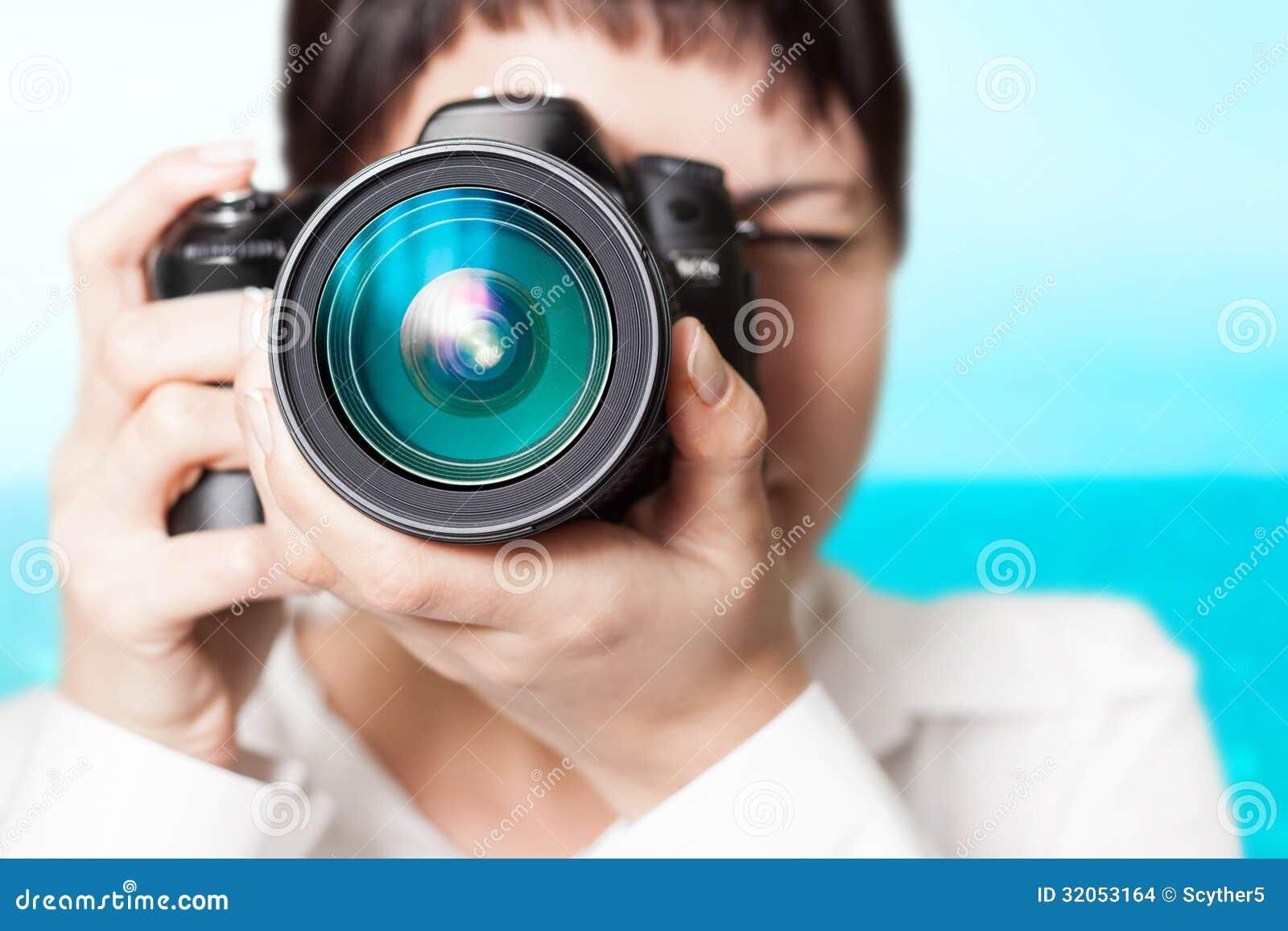 Фотограф женщины с камерой