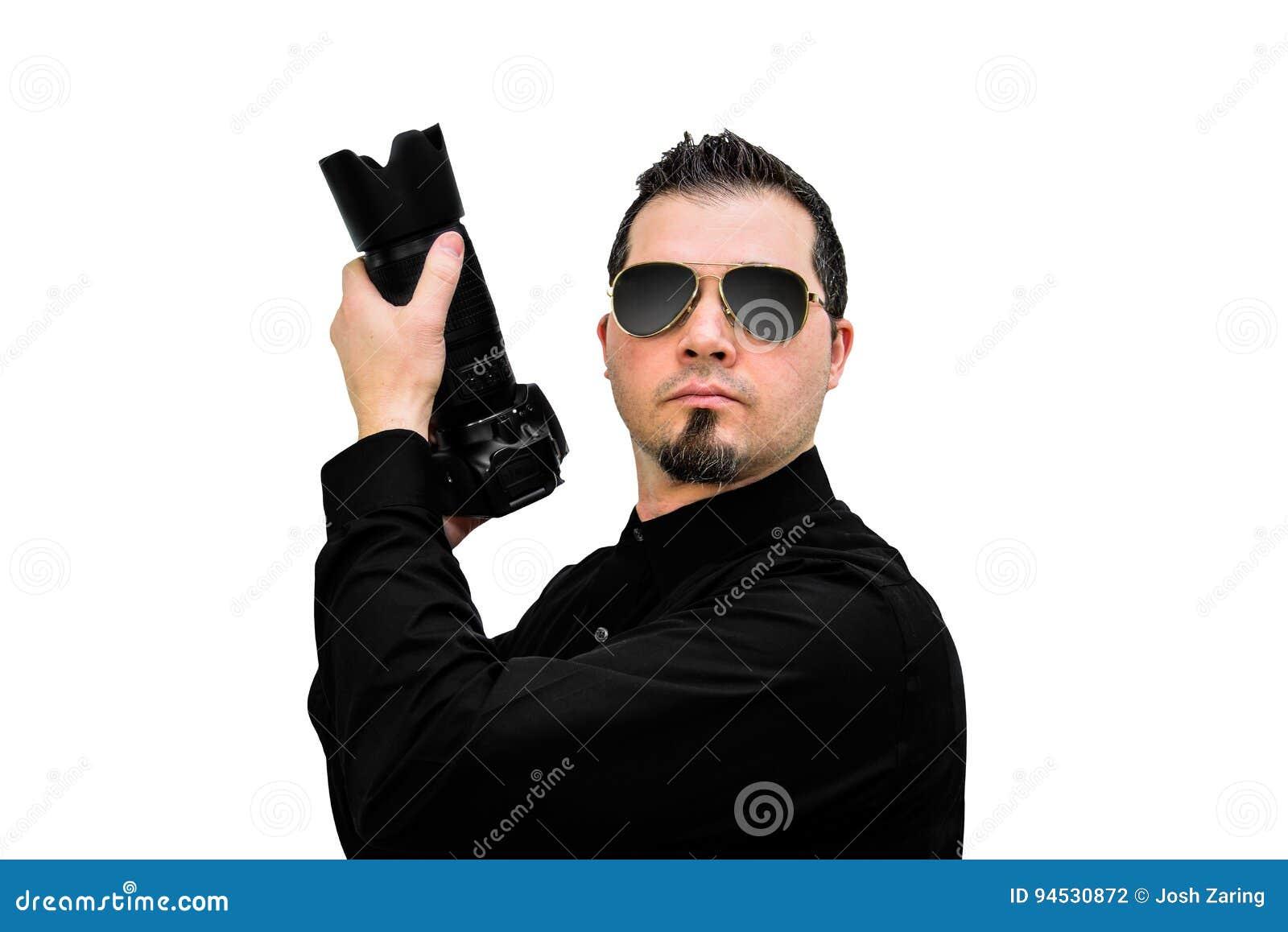 Фотограф как оперативный сотрудник на белом фоне