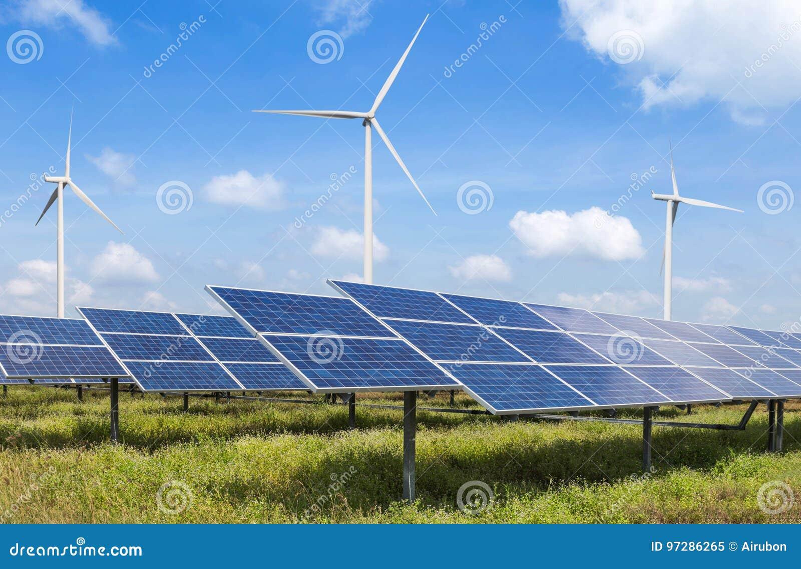 Фотоэлементы и ветротурбины в возобновляющей энергии электростанции альтернативной от природы