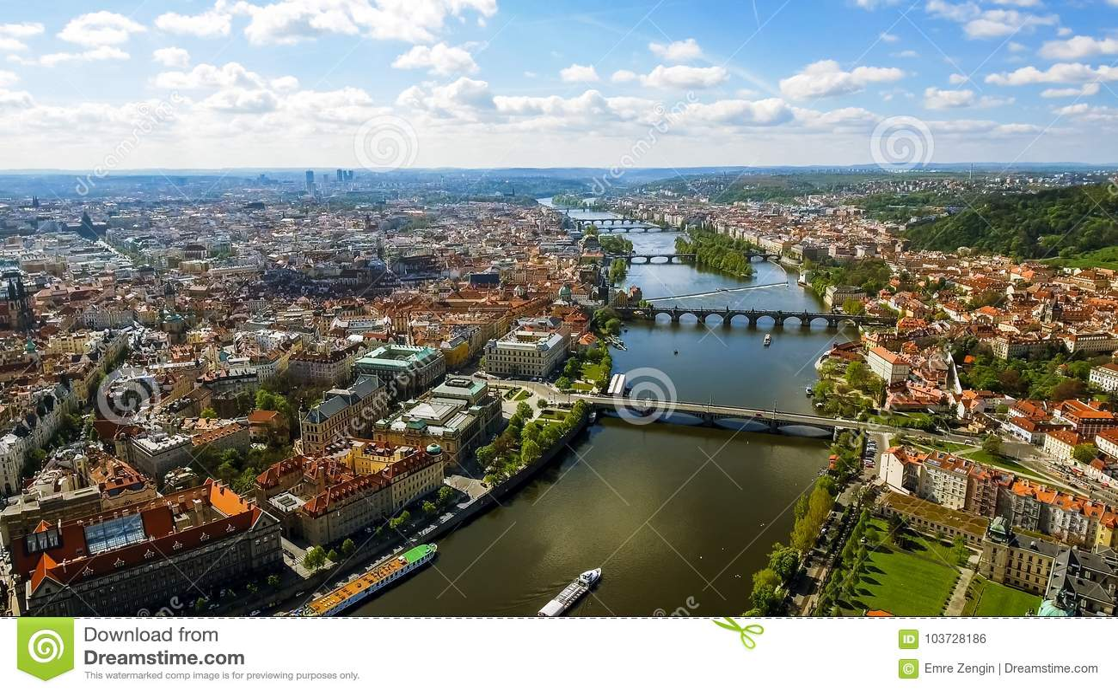 Фото вида с воздуха городского пейзажа Праги исторического старого городка готического в чехии