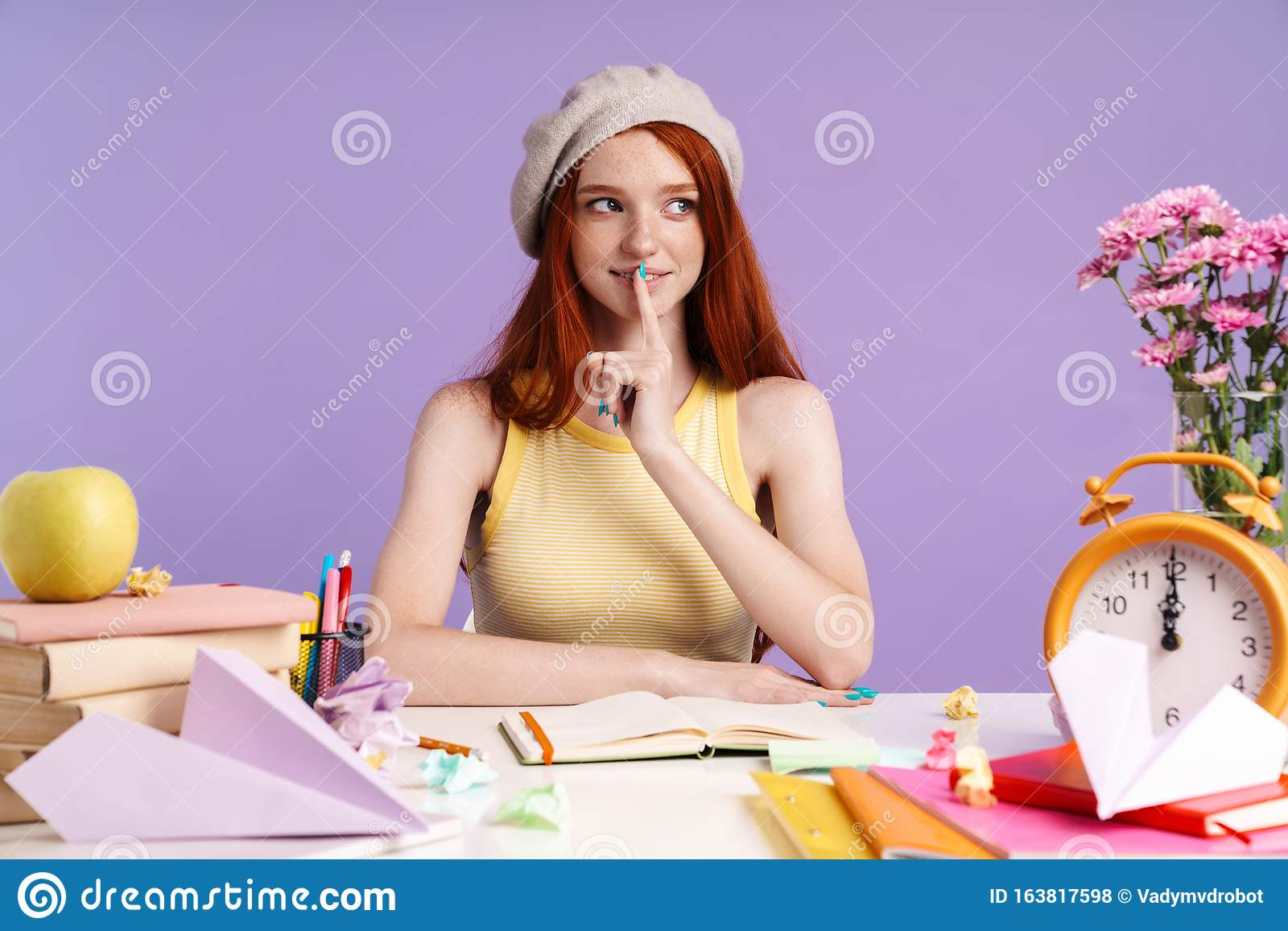 Студентке работа девушке развод фото вк