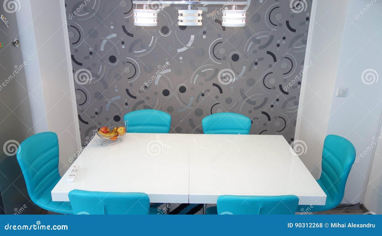 Фото средней квартиры кухни размера в цветах бирюзы, кожаного современного и минималистского seater, белого обеденного стола для