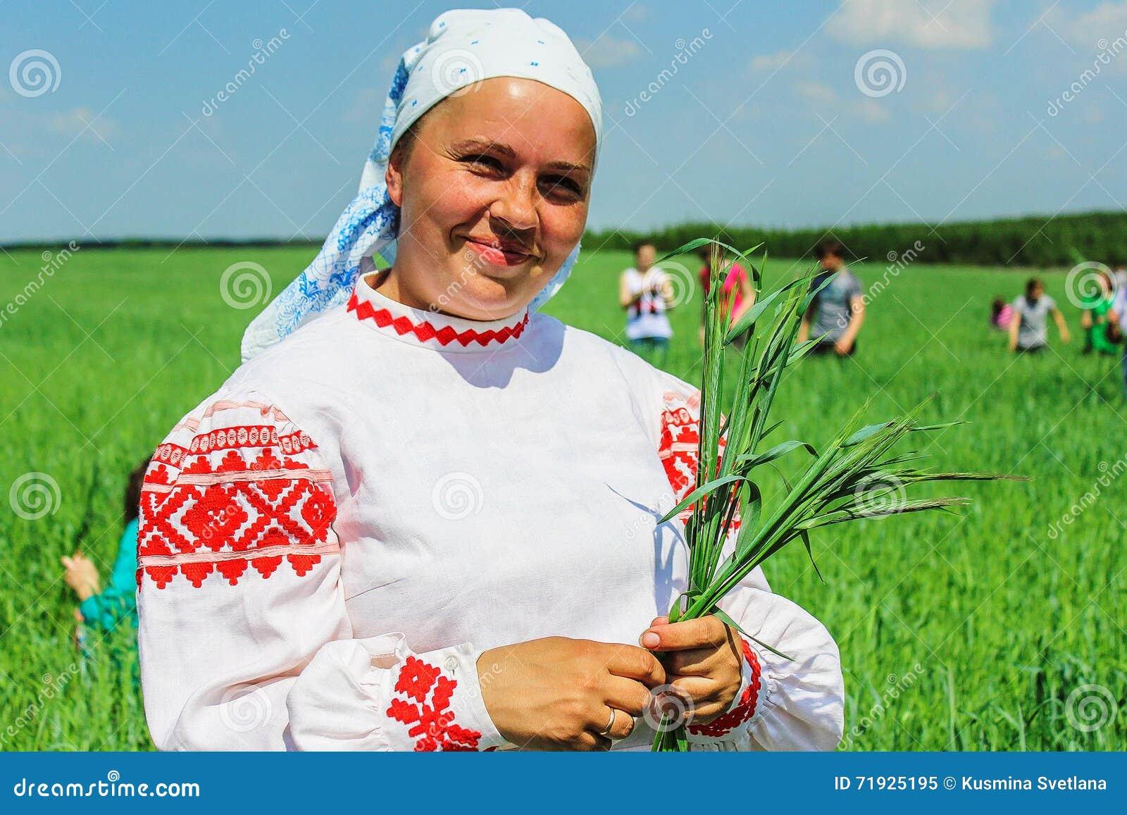 Фольклорные ритуалы производят улучшения в зоне Gomel Республики Беларусь в 2015