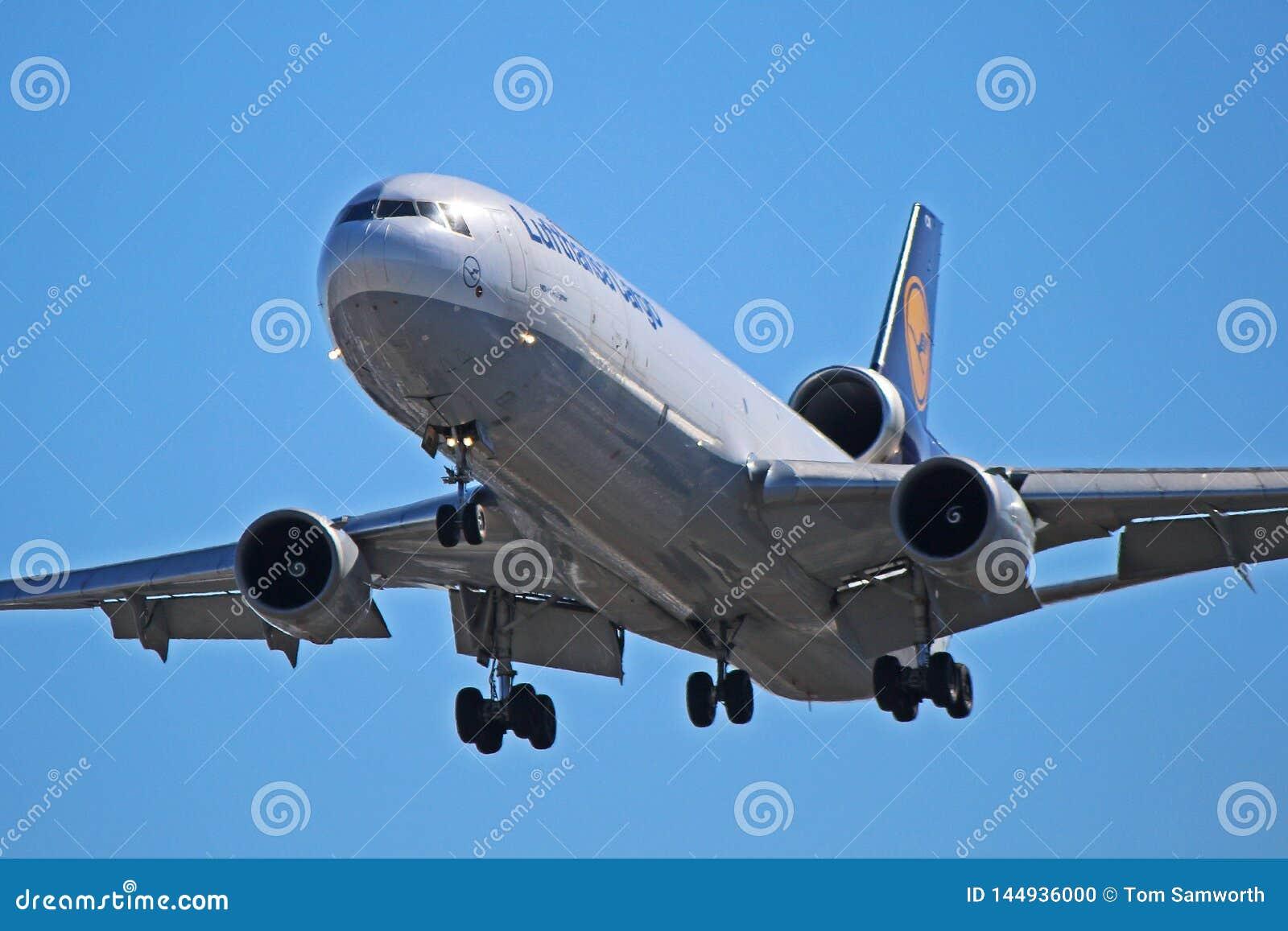 Фрахтовщик McDonnell Douglas MD-11 груза Люфтганза