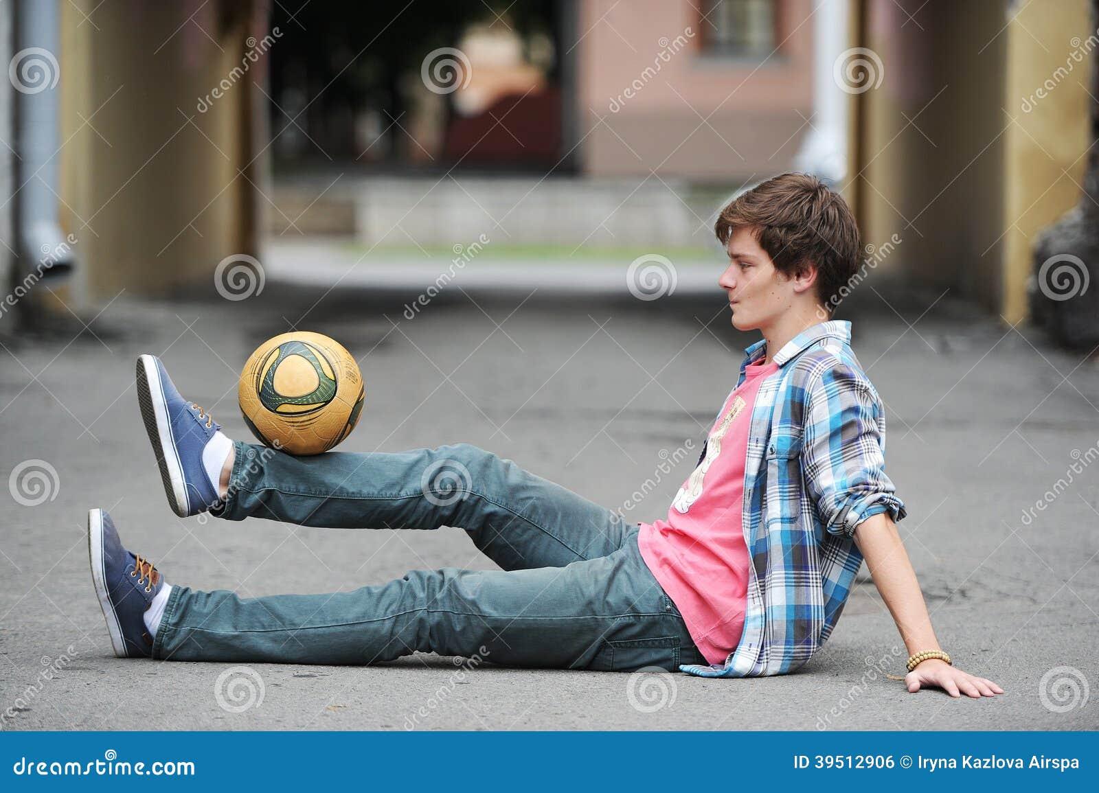 Фристайл футбола