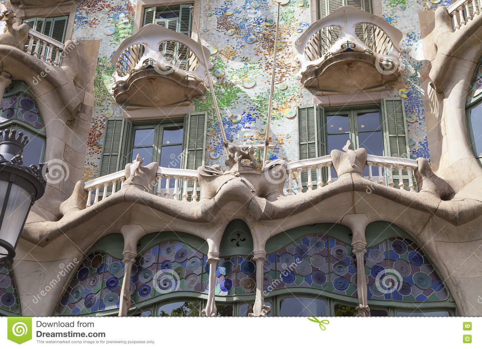 Download Фронт Касы Batllo, проекта Gaudi, Барселоны, Испании Редакционное Фото - изображение насчитывающей мозаика, строя: 72283486