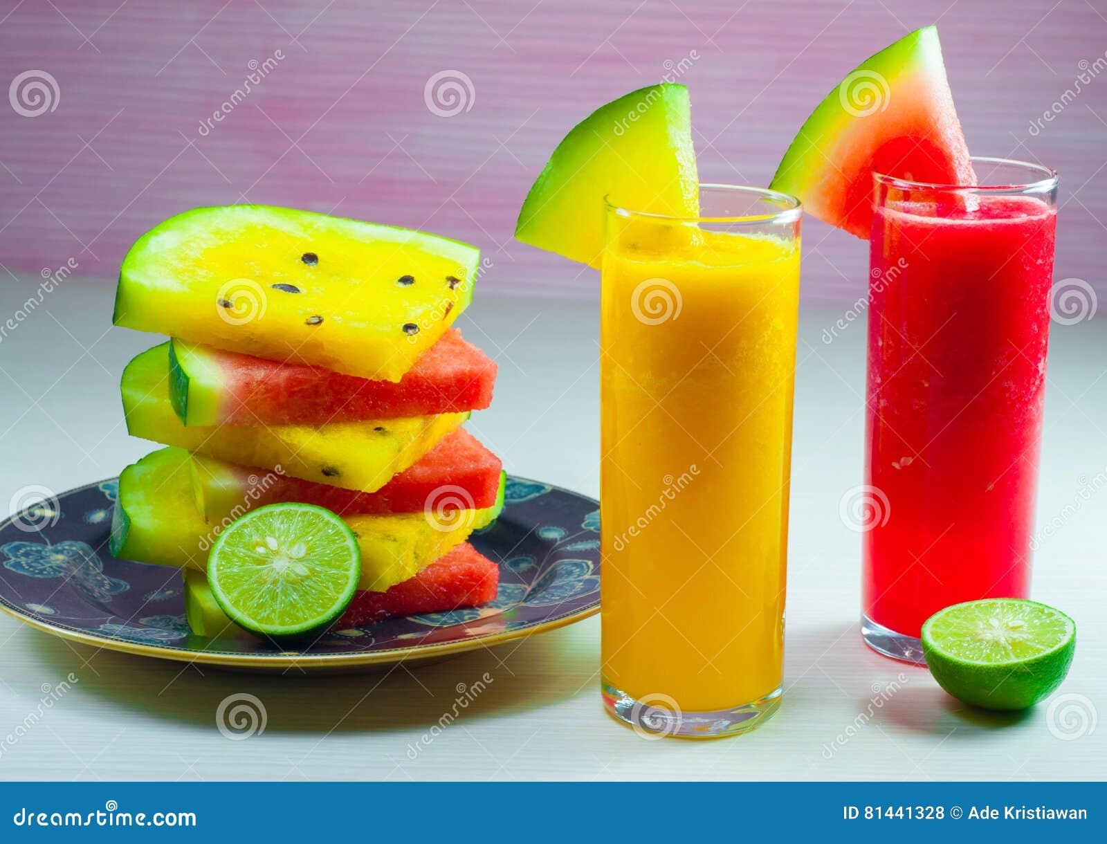 Фруктовый сок арбуза и свежий плодоовощ арбуза