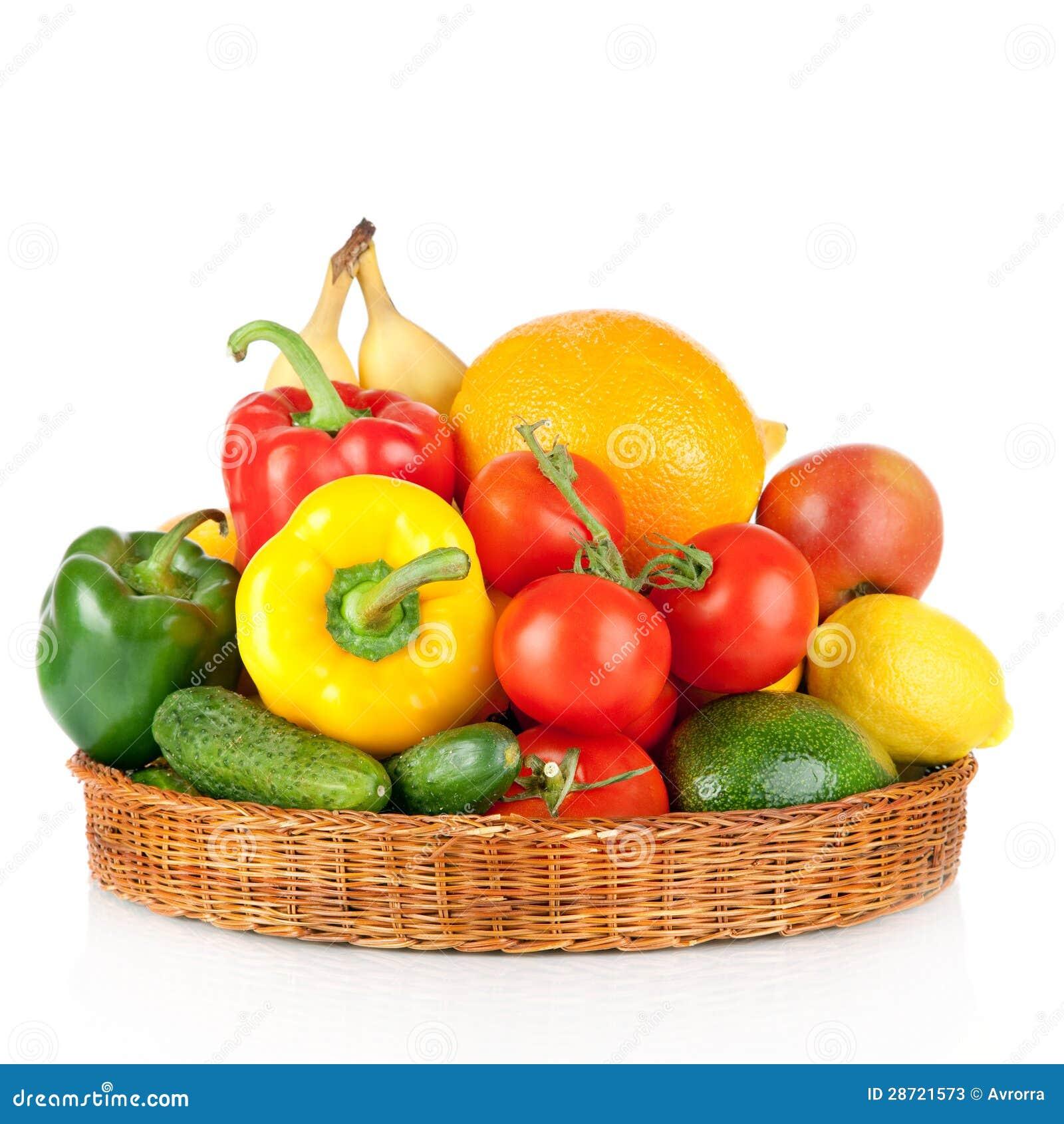 Фрукты и овощи в корзине стоковое изображение. изображение ...
