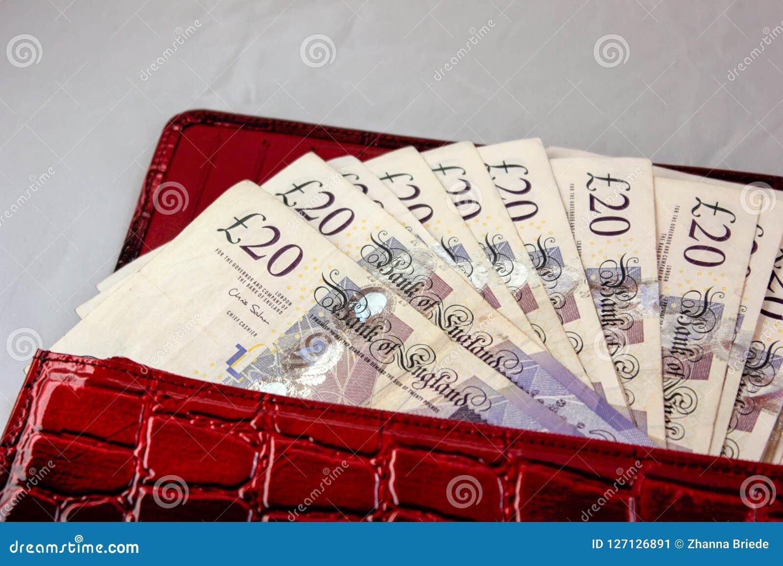 20 фунтов наличных денег для сохранять на таблице