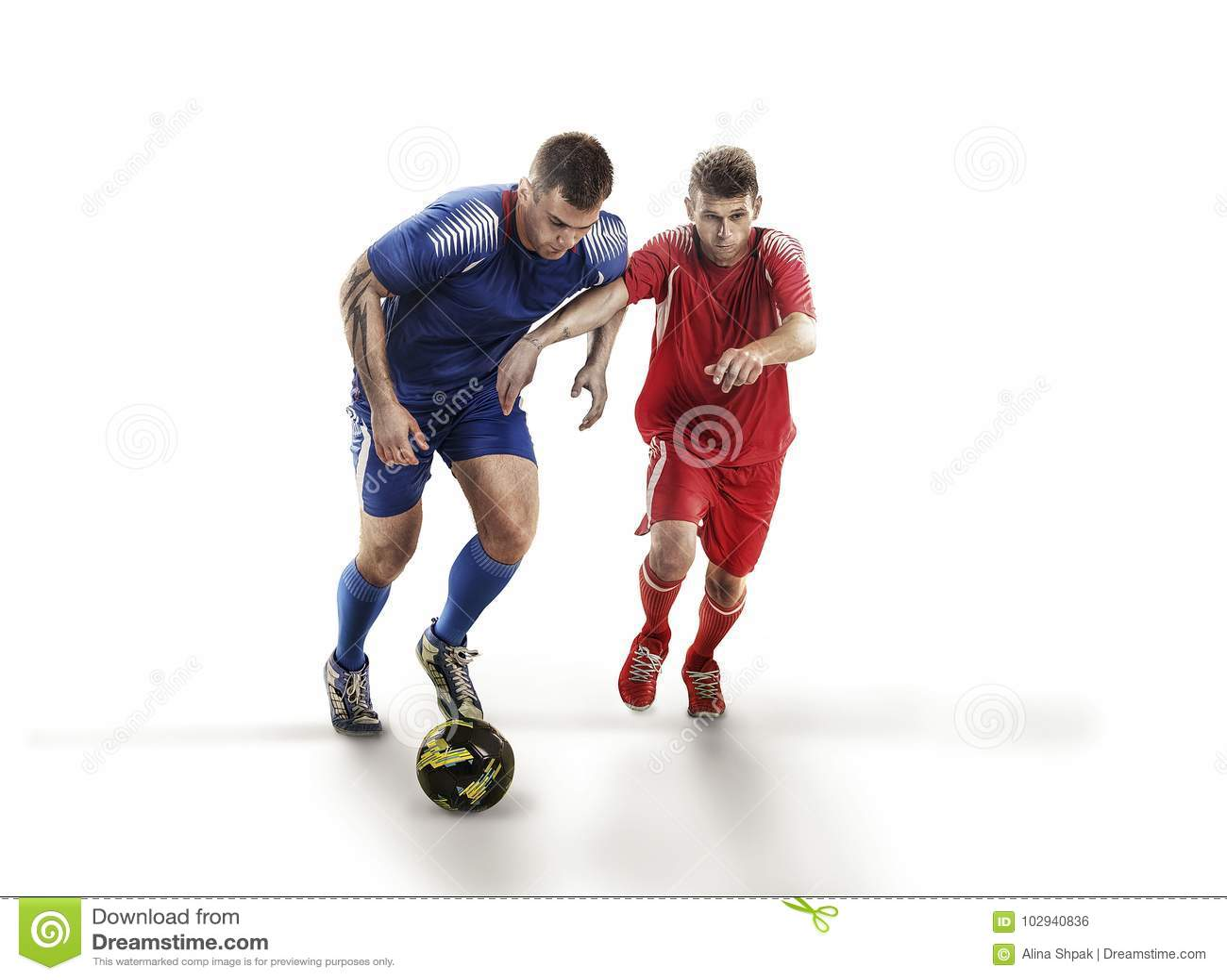 Футболисты в действии на изоляции с шариком