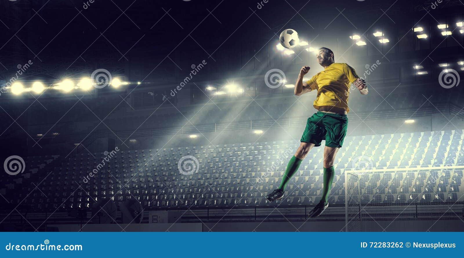 Download Футбол препровождает игрока Стоковое Фото - изображение насчитывающей передне, активизма: 72283262