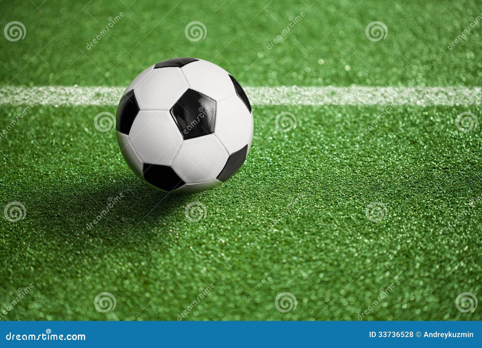 Футбольное поле и шарик