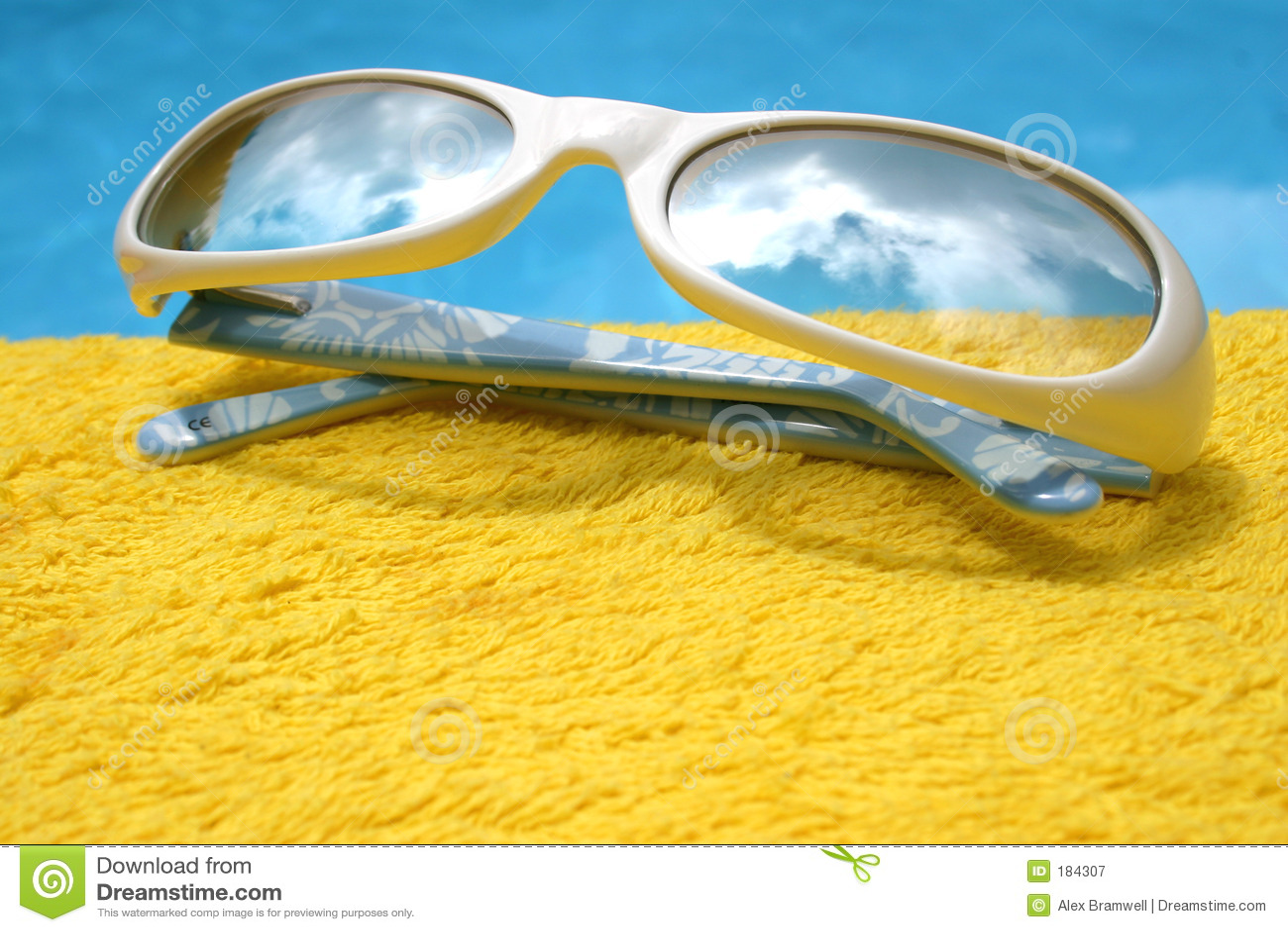 футуристические солнечные очки