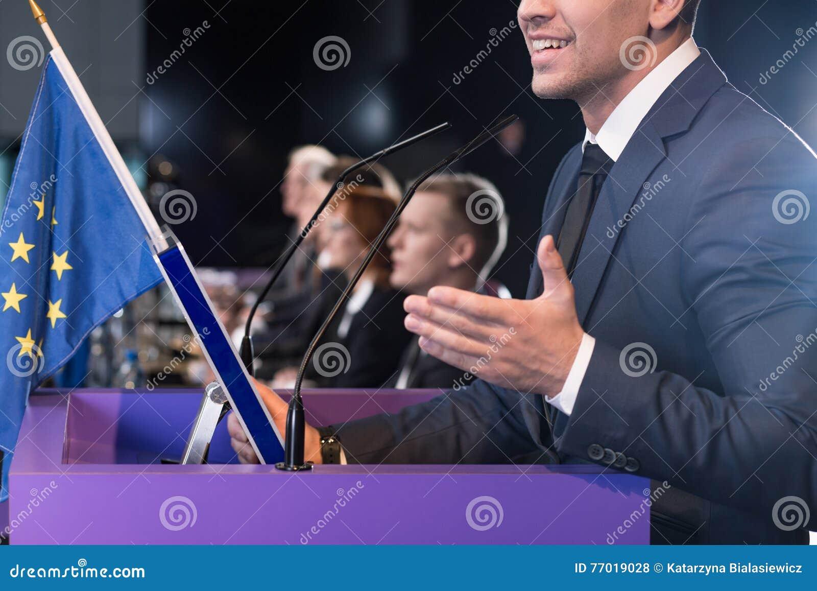 Флаг конференции и Европейского союза средств массовой информации