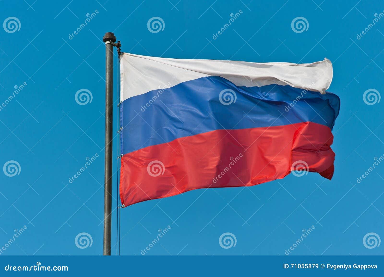 Флаг России в небе