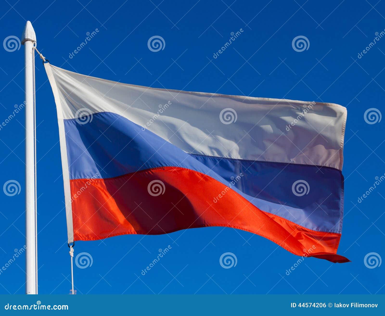 Флаг России в полете