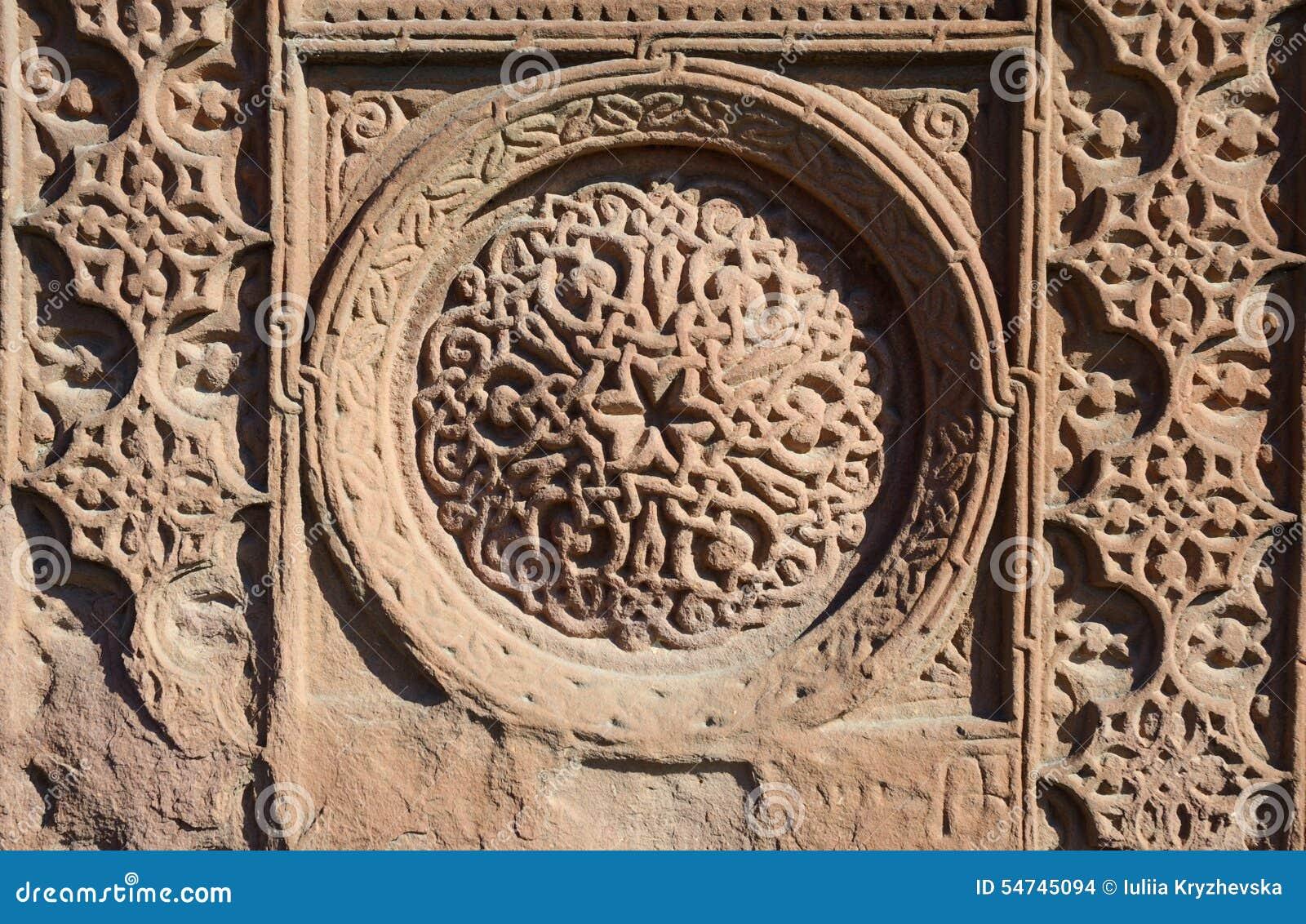 Флористические орнаментальные knotworks армянских перекрестных камней - khachkars