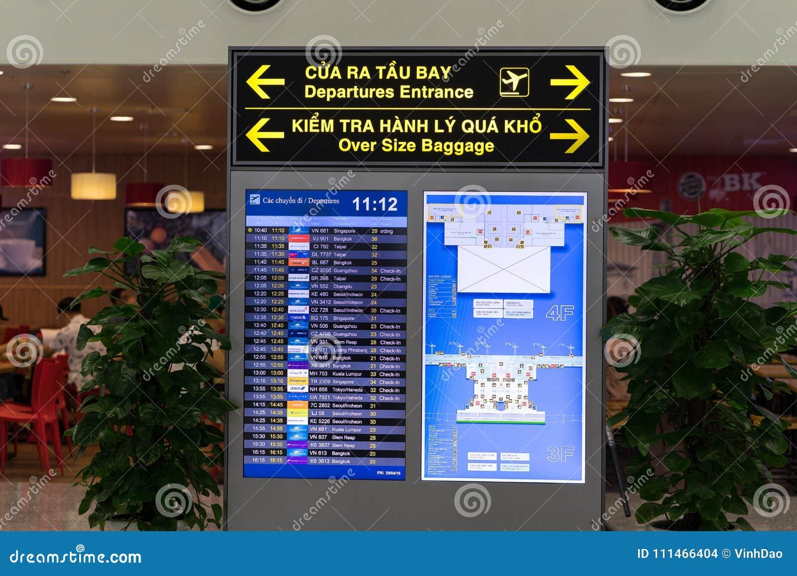 Ханой, Вьетнам - 29-ое апреля 2016: Дисплей СИД авиапорта на времена отправления и назначения на международном аэропорте Noi Bai