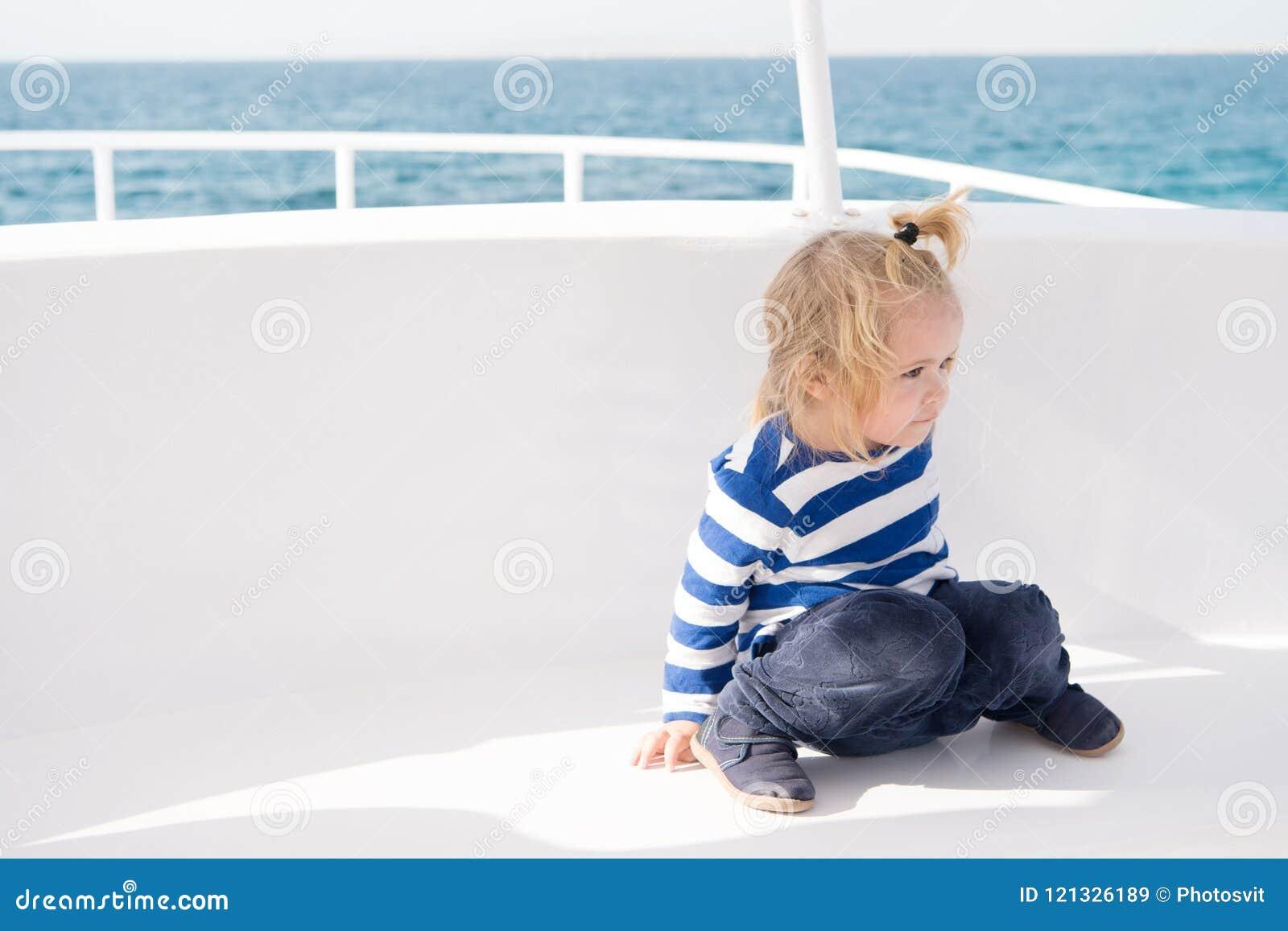 Характеристики ребенк дружелюбные Туристическое судно семейного отдыха полностью включительное путешествие Малыш мальчика ребенк