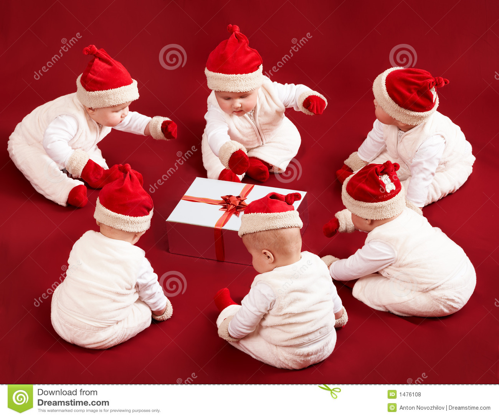 хелперы маленький santa 6 подарка рождества рассматривая